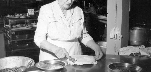 Mrs. Knott's Chicken Dinner Restaurant stays true to its past